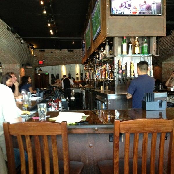 Foto scattata a SmithHouse - BBQ, Burgers, Brews da Leah W. il 9/8/2013