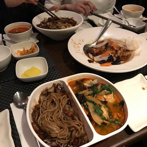 Das Foto wurde bei Dong Chun Hong von Annie P. am 3/25/2017 aufgenommen