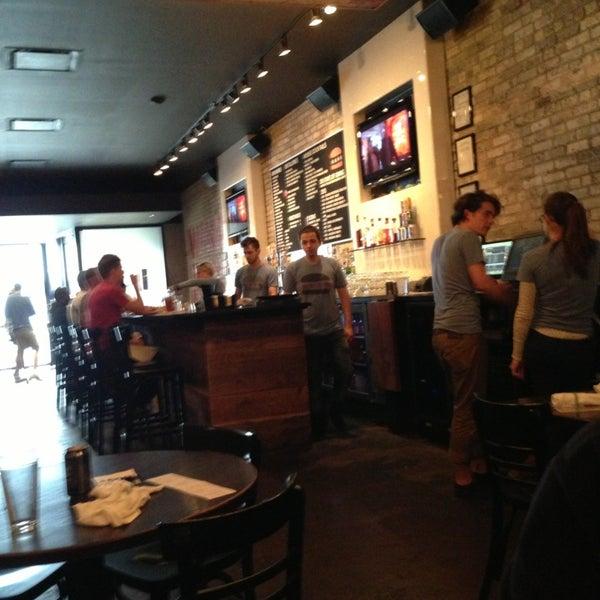 Foto tirada no(a) DMK Burger Bar por Allen S. em 6/5/2013