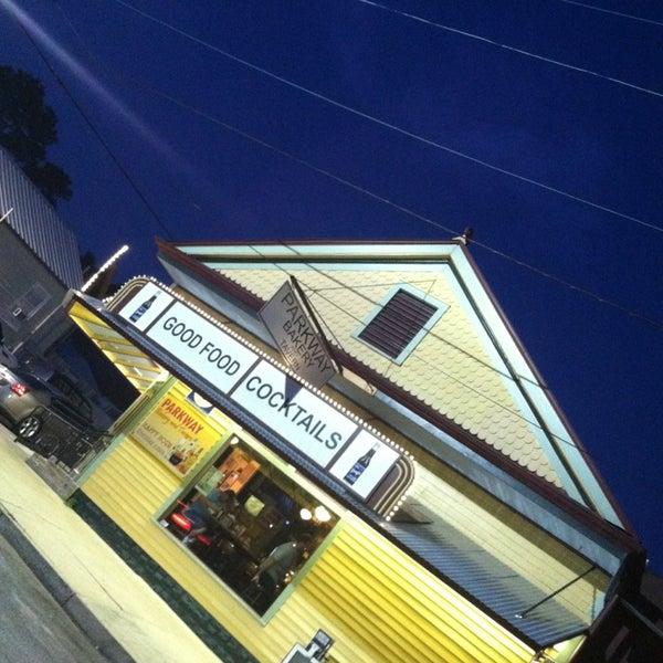 6/16/2013にChip C.がParkway Bakery & Tavernで撮った写真