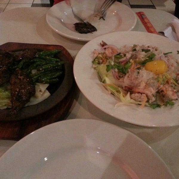 รูปภาพถ่ายที่ Sunisa's Thai Restaurant โดย Swish เมื่อ 8/10/2013