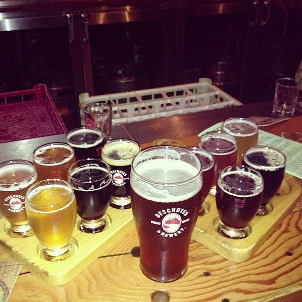 Foto tomada en Deschutes Brewery Portland Public House por Anand R. el 9/7/2013