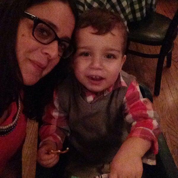 Das Foto wurde bei Luke's Bar & Grill von Debbie G. am 12/5/2014 aufgenommen