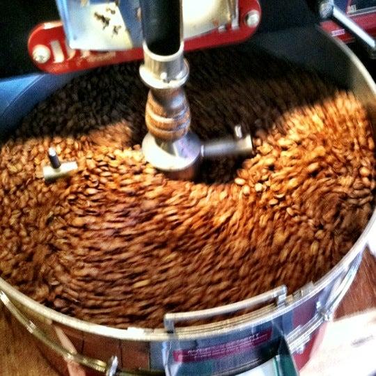Foto tomada en Ipsento Coffee House por Thomas H. el 10/11/2012