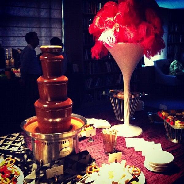 Снимок сделан в Magnolia Hotel пользователем Natalie S. 10/4/2012