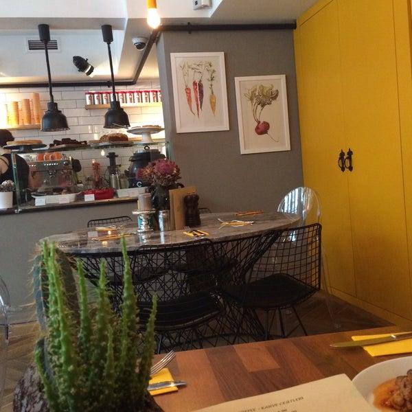 8/21/2015 tarihinde Ceren gziyaretçi tarafından MEG Cafe'de çekilen fotoğraf