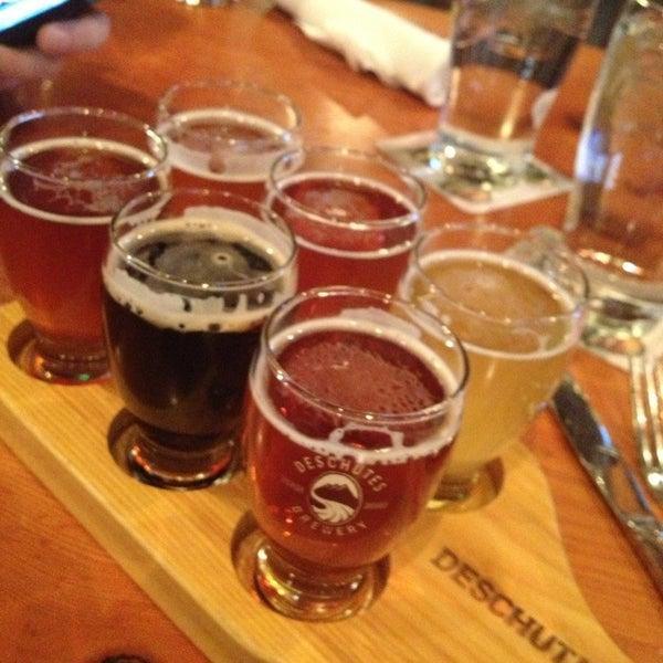 Foto tomada en Deschutes Brewery Portland Public House por Tori G. el 1/18/2013