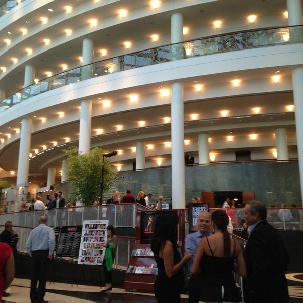 Foto tirada no(a) Adrienne Arsht Center for the Performing Arts por Roxanne D. em 5/8/2013