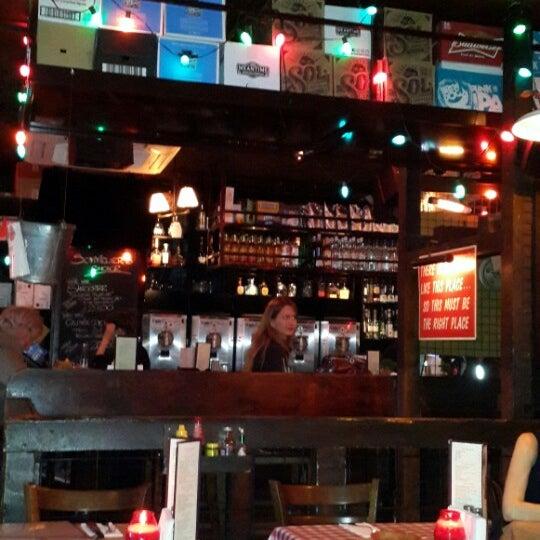 Foto scattata a Big Easy Bar.B.Q & Crabshack da Ali E. il 5/6/2014