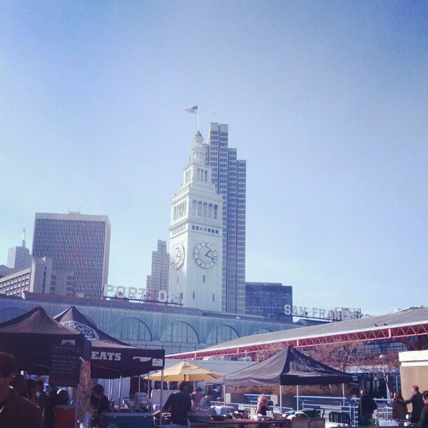 Foto tirada no(a) Ferry Plaza Farmers Market por Anthony W. em 1/19/2013