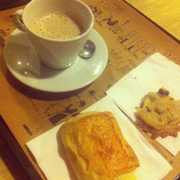 Foto diambil di Boulangerie Cocu oleh LOBO A. pada 5/17/2013