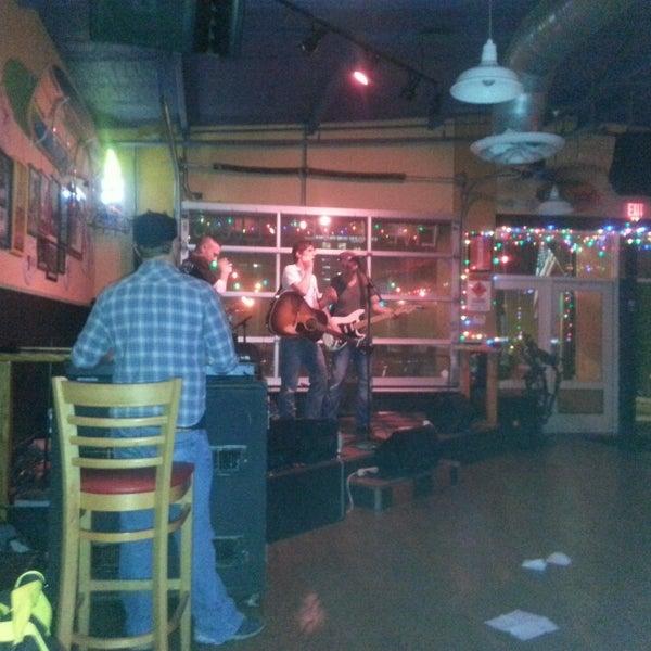 Foto diambil di Lucy's Retired Surfers Bar and Restaurant oleh Loa M. pada 5/4/2013