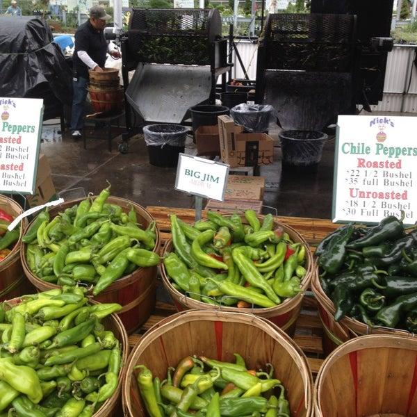 Foto tirada no(a) Nick's Garden Center & Farm Market por Scott V. em 9/15/2013