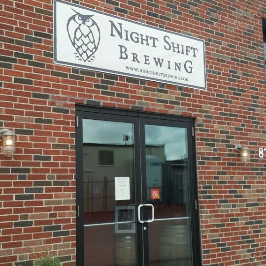 Foto scattata a Night Shift Brewing, Inc. da Wizard R. il 10/4/2015