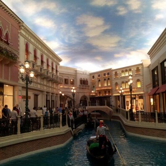 Foto tirada no(a) Venetian Resort & Casino por Karen L. em 5/6/2013