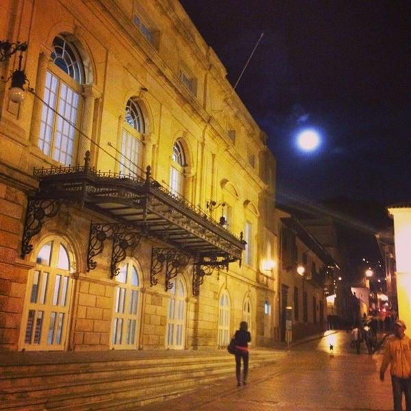 Das Foto wurde bei Teatro Colón von Rino S. am 6/13/2014 aufgenommen