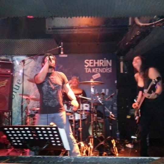 11/22/2012 tarihinde Sinanziyaretçi tarafından Dorock Heavy Metal Club'de çekilen fotoğraf