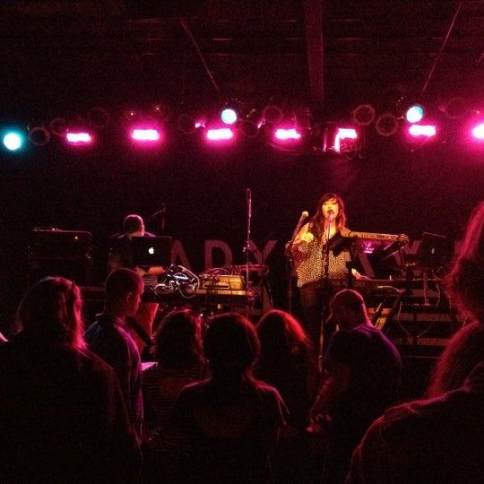 Photo prise au Bottom Lounge par Noel L. le9/17/2012