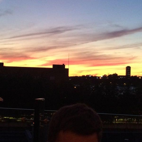 Das Foto wurde bei STK Rooftop von Jason F. am 9/16/2016 aufgenommen