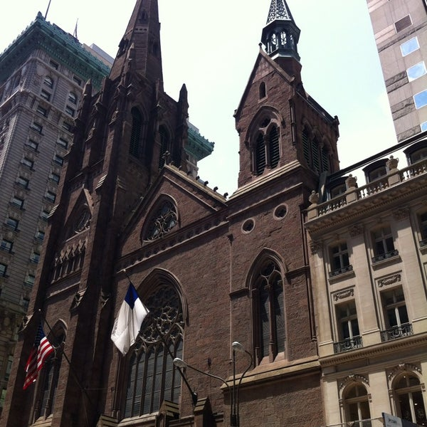 Foto diambil di Fifth Avenue Presbyterian Church oleh Randall G. pada 6/18/2013