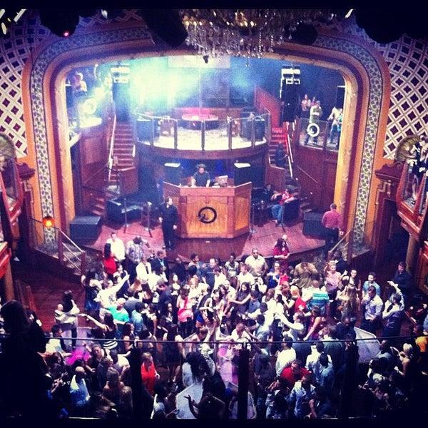 Photo prise au Opera Nightclub par Mandy K. le9/23/2012