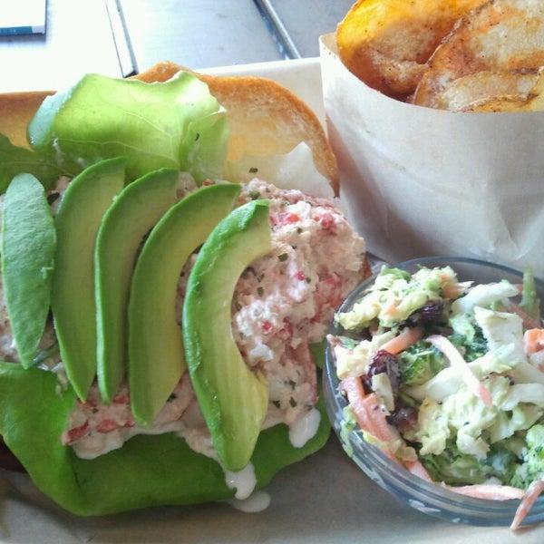 Foto tirada no(a) Spike Africa's Fresh Fish Bar & Grill por DiningOutSD em 4/17/2013