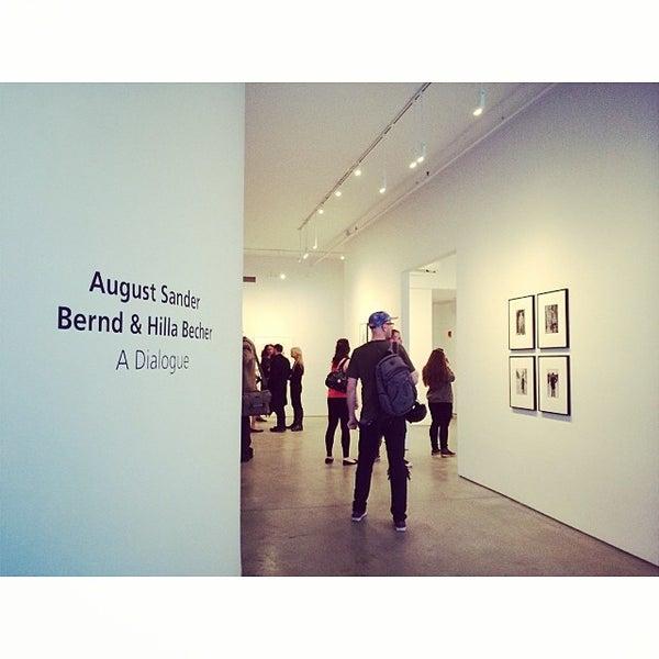 Foto tomada en Bruce Silverstein Gallery por Cindy T. el 5/1/2014