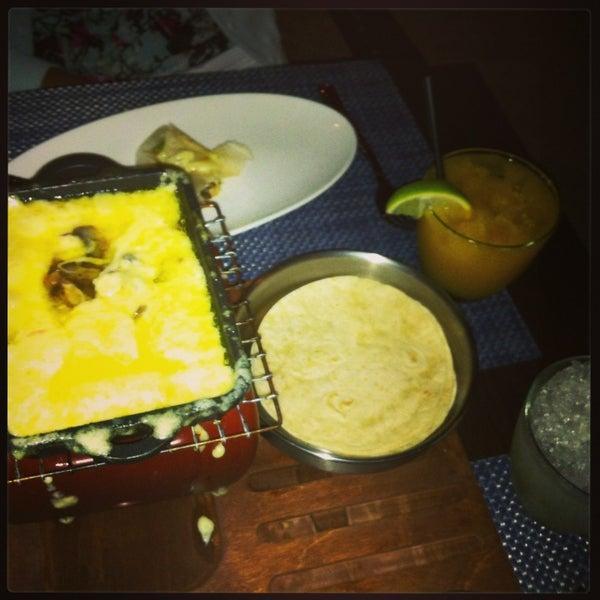 รูปภาพถ่ายที่ Maya Modern Mexican Kitchen + Lounge โดย Franco S. เมื่อ 3/29/2013