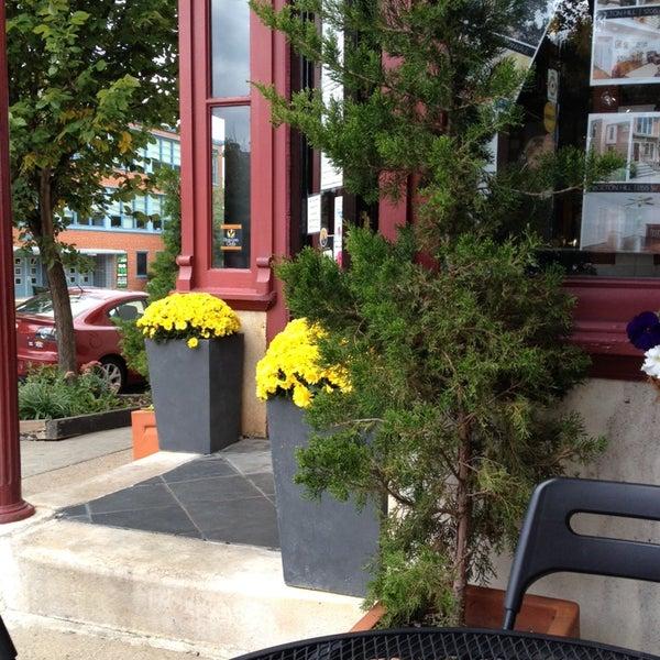 Foto diambil di On the Hill Cafe oleh Dan D. pada 9/22/2013