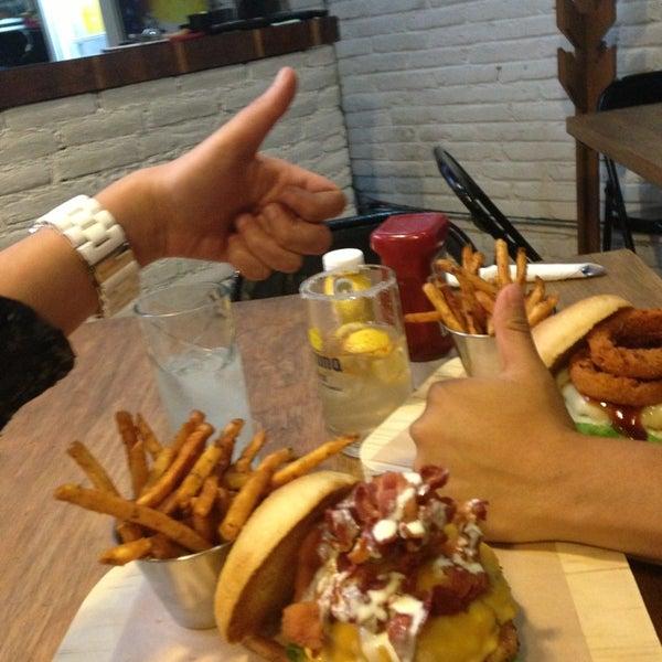 7/13/2013에 MonCh D.님이 Smokey's Burger House에서 찍은 사진