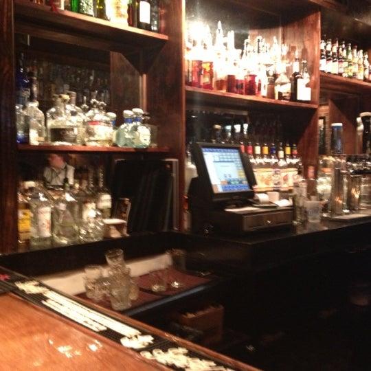 11/16/2012 tarihinde A Rossziyaretçi tarafından Royal Oak Bar and Grill'de çekilen fotoğraf