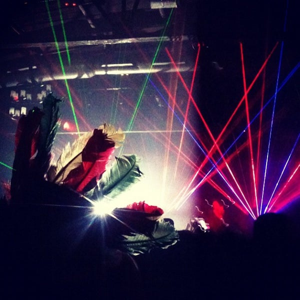 รูปภาพถ่ายที่ Warehouse Live โดย crystal c. เมื่อ 10/26/2012