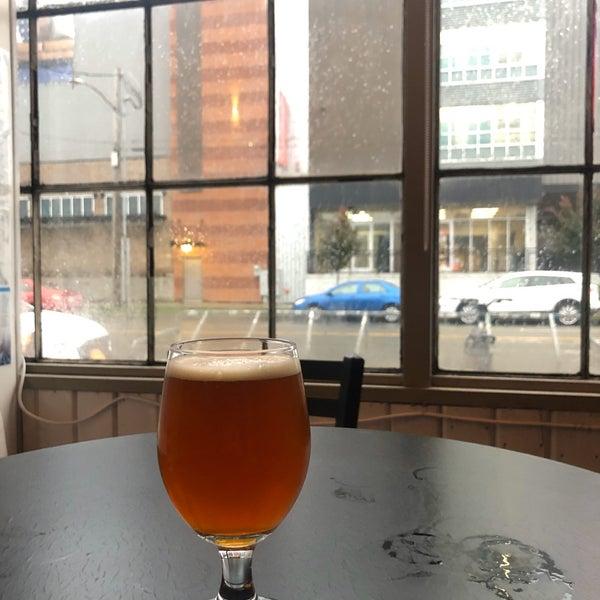 รูปภาพถ่ายที่ Peddler Brewing Company โดย Andrew P. เมื่อ 10/17/2019
