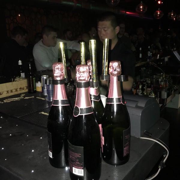 3/20/2016 tarihinde EJ S.ziyaretçi tarafından Corked Bar, Grill, Nightclub'de çekilen fotoğraf