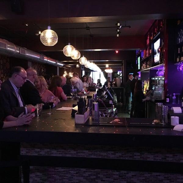 3/8/2016 tarihinde EJ S.ziyaretçi tarafından Corked Bar, Grill, Nightclub'de çekilen fotoğraf