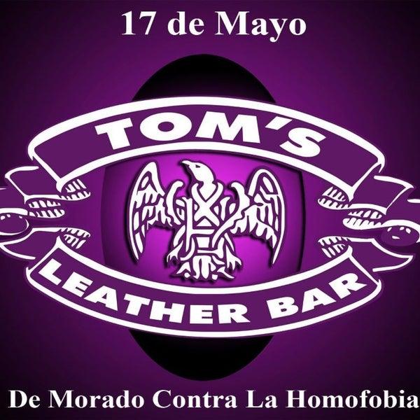 Das Foto wurde bei TOM'S Leather Bar von Miguel Antonio P. am 5/16/2013 aufgenommen
