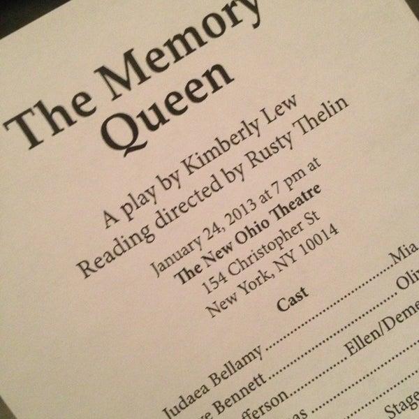 Das Foto wurde bei New Ohio Theatre von Sheena L. am 1/24/2013 aufgenommen
