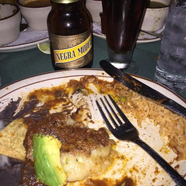 Foto tirada no(a) Javier's Gourmet Mexicano por Jordan W. em 11/22/2015