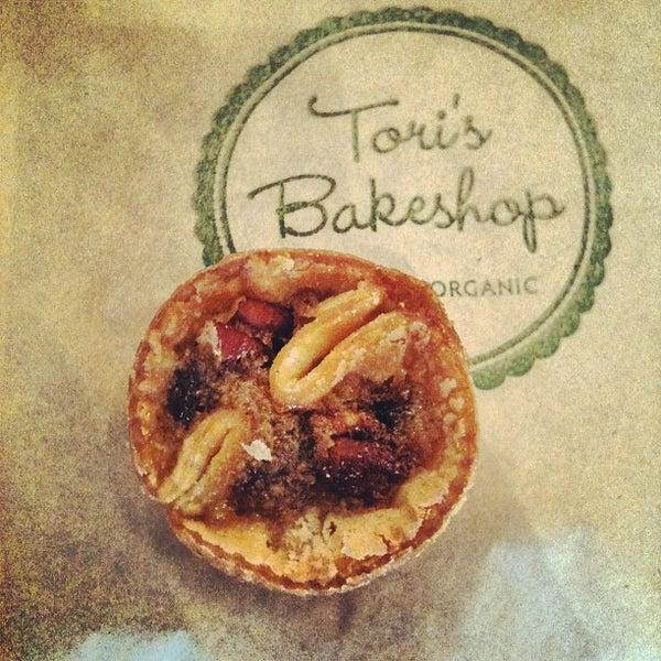 Foto tomada en Tori's Bakeshop por Lauren S. el 9/15/2012