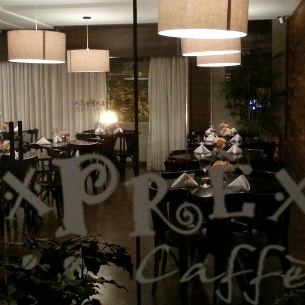 รูปภาพถ่ายที่ Exprèx Caffè โดย Roberto T. เมื่อ 6/16/2013