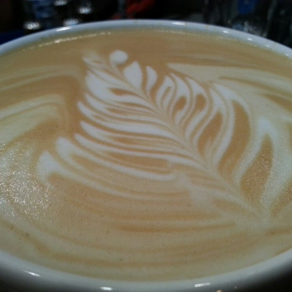 รูปภาพถ่ายที่ Exprèx Caffè โดย Roberto T. เมื่อ 4/5/2013