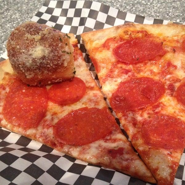Снимок сделан в Pop Up Pizza пользователем mdawaffe 7/29/2014