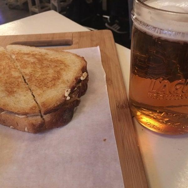 Photo prise au Cheese Grille par Laura G. le1/29/2017