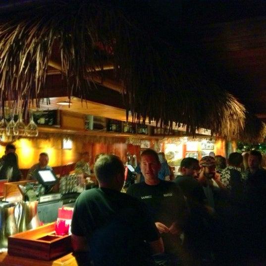 Foto tomada en Duke's Waikiki por Luis R. el 10/27/2012
