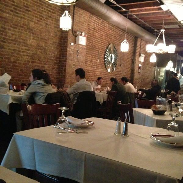 Das Foto wurde bei Taci's Beyti Restaurant von Kiffa C. am 3/27/2013 aufgenommen