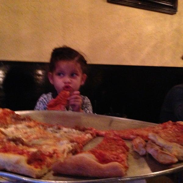 Foto tomada en Radius Pizza por Aaron G. el 4/21/2013