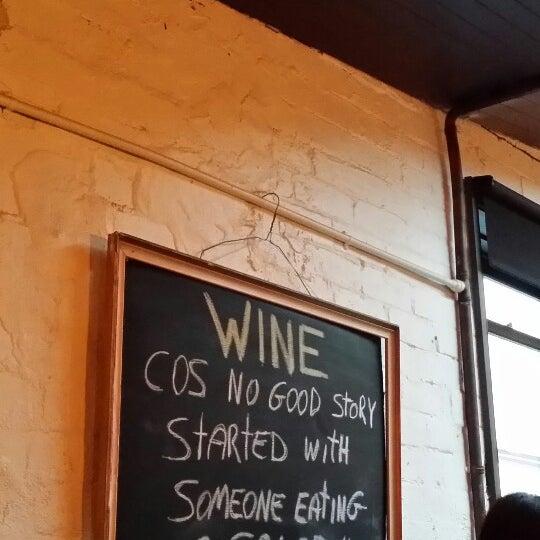 Foto tirada no(a) Zigi's Wine & Cheese Bar por P W. em 5/30/2014