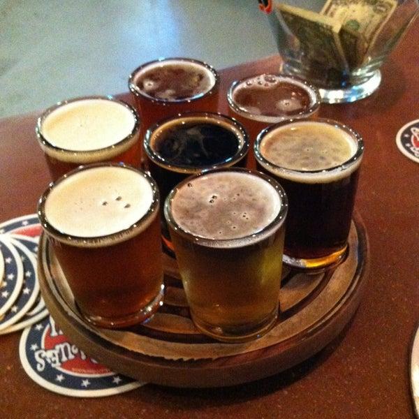 6/22/2013 tarihinde Derek W.ziyaretçi tarafından Oskar Blues Brewery'de çekilen fotoğraf