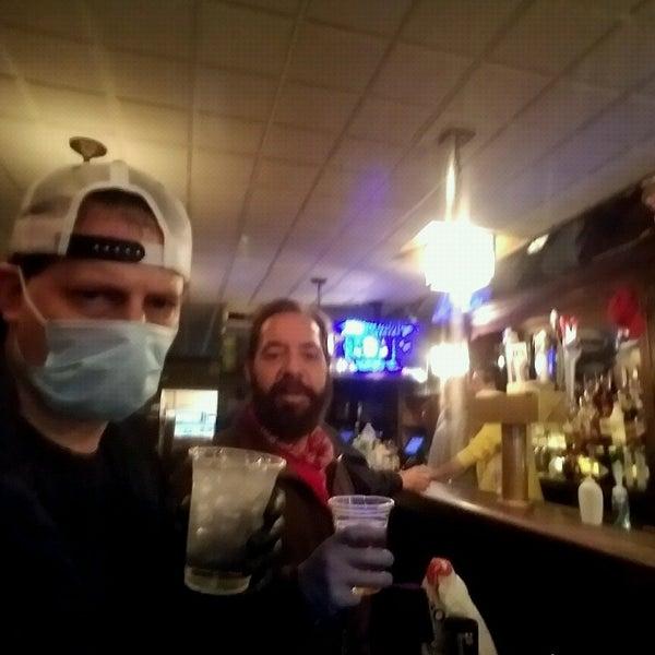 Das Foto wurde bei Luke's Bar & Grill von Eric F. am 5/3/2020 aufgenommen