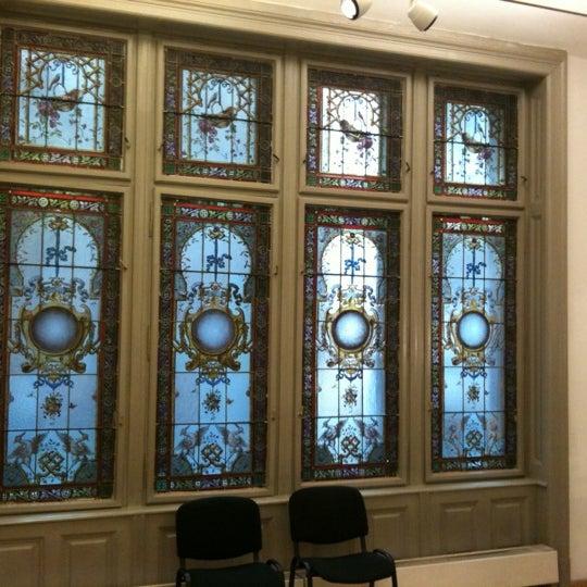 รูปภาพถ่ายที่ Mai Manó Gallery and Bookshop โดย Zoltán J. เมื่อ 9/30/2012